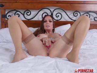 Big Tits Cougar Finger Fucks Herself