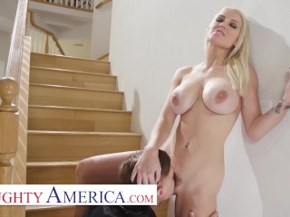 Naughty America – Kenzie Taylor is all alone in her house while a burglar is breaking in