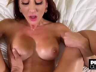 La nuova pornostar Artemisia Love scopata a Los Angeles