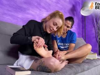 Lesbian foot worship and tongue kiss