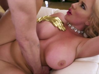 Big Butt Slut Savannah Bond Gets 12 Inches Of Cock