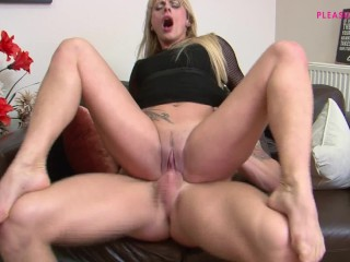 HOT STEPMOMMY FUCK MY BIG COCK AND EAT MY CUM