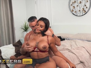 Brazzers – Charles Dera Rips Halle Hayes' New Pantyhose And Gives Her A Good Old Fashioned Pounding