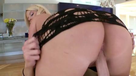 BANGBROS - Julie Cash Is Pretty And She s Got An Amazing Big Ass