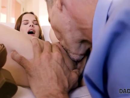DADDY4K Sex mit BFs Vater ist, wie schillernde Küken sich an ihrem Mann rächen