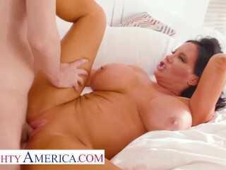 Naughty America – Sybil Stallone notices her son's friend spying on her while she pleases herself