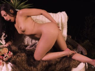 Whitney Wright play with her pussy in a very sexy way