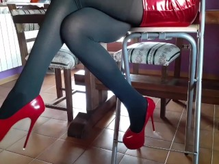 Laura on Heels amateur 2021 my 40 minutes compilation of high heels and pantyhose