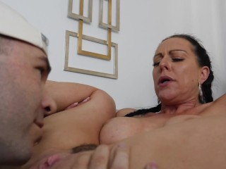 Texas Patti Gets Fucked Deep By Pizza Guy