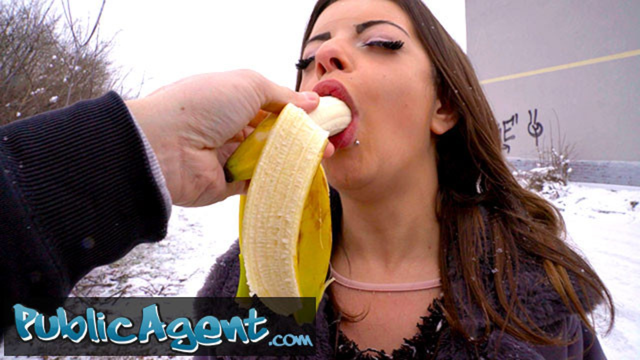 Public Agent Babe Gets To Suck A big dick In Her Mouth In Public