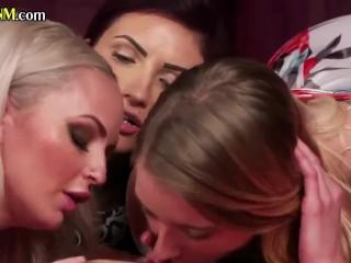 CFNM femdom group blowing sissy guys dick