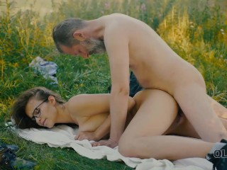 OLD4K Handsome old man convinces busty gal to have sex in the forest