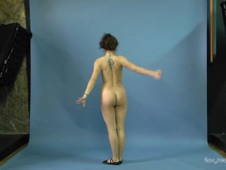 Watch Mila Gimnasterka spread her legs and do yoga exercises