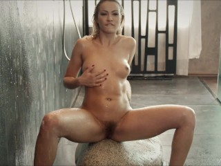 Cherry Kiss wants you to watch her showering