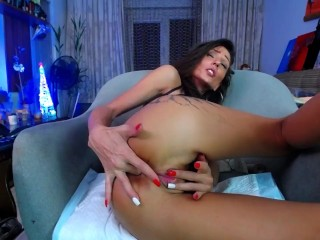 MILF Wife have 2 minute long orgasm she squirt over her feet with leg shaking