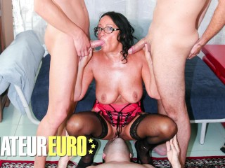 SCAMBISTIMATURI – Busty Brunette Laura Rey Gets Her Ass Drilled By Multiple Guys – AMATEUREURO